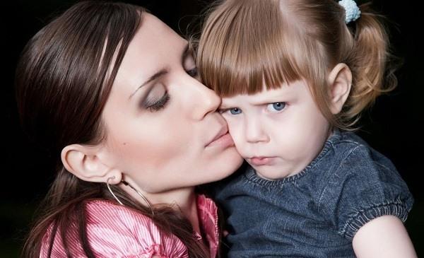 к чему приводит гиперопека матери над дочерью