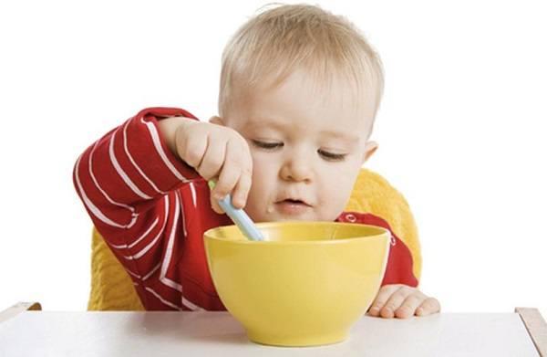 навык самостоятельно кушать для ребенка