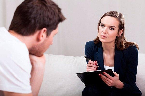 психолог с ревнивым мужчиной