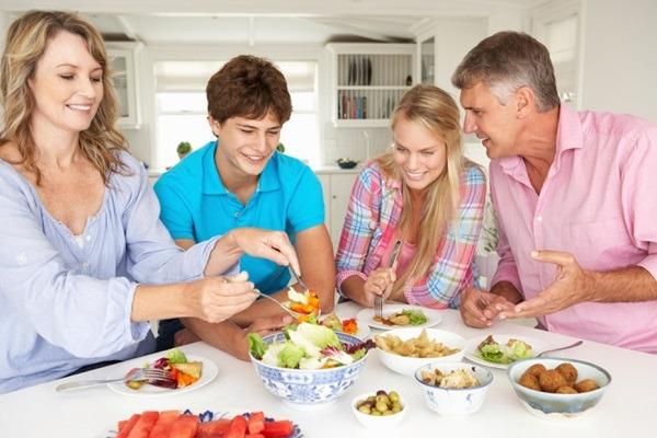 наличие теплых отношений в кругу семьи