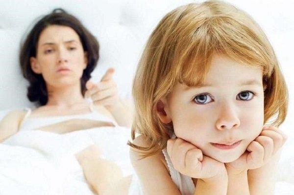 эмоциональная холодность матери по отношению к ребенку