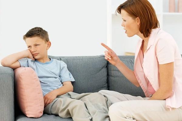 родители заставляют подчинятся ребенка