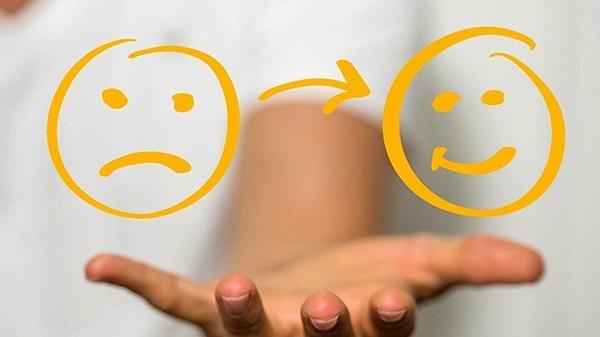 переключать внимание на позитив